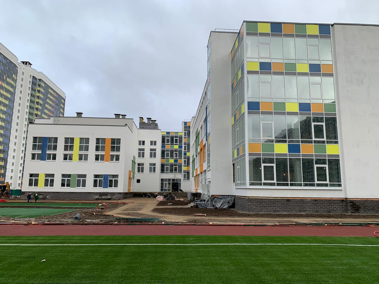 монтаж мокрого фасада школы